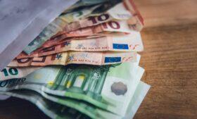 Beneficiados pelo auxílio emergencial na Irlanda podem receber bônus de Natal